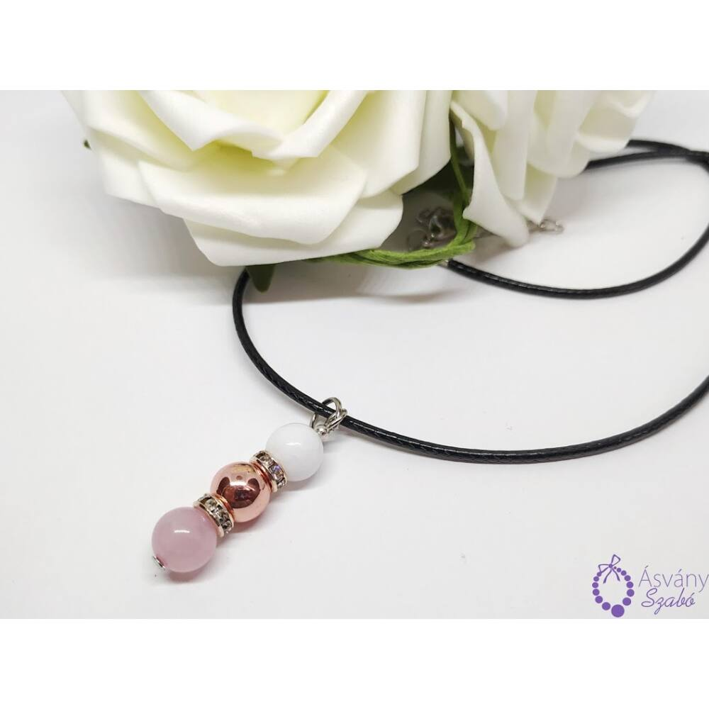 Jáde, rosegold hematit és rózsakvarc medálos nyaklánc